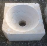 Fregadero de un seno de piedra, procedencia antiguo convento de monjas, mide 37 cm x 37 cm x 19 cm de alto x 17 cm de profundidad.