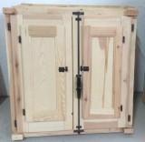 Ventana de madera natural sencilla. Mide: 80x80 cm