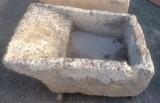 Pila de lavar antigua, mide 1.16 cm x 84 cm x 48 cm de alto.