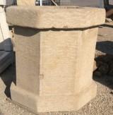 Pozo de piedra natural, forma octogonal. Medida: 1 mt diámetro y 95 cm alto