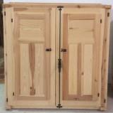 Ventana de madera natural sencilla. Mide: 1,20 x 1,20 cm