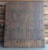 Puerta de madera antigua restaurada. Mide 2.48 cm de alto x 2.18 cm de ancho, hoja de 1.18 cm y hoja de 1 mt