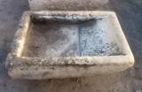 Pila de lavar antigua de piedra, mide 88 cm x 66 cm x 20 cm de alta