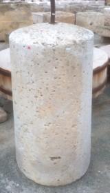 Rulo de piedra viva. Mide 55 cm de diámetro x 98 cm de alto
