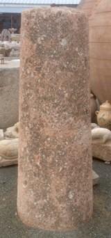 Rulo de piedra rojiza. Mide 52 cm de diámetro x 1.55 cm de alto