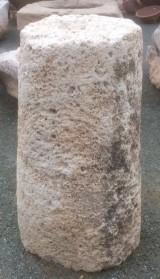 Rulo de piedra viva. Mide 50 cm de diámetro x 93 cm de alto