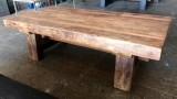 Mesa hecha artesanalmente de traviesas de tren antiguas. Mide 2.60 cm de larga x 1.20 cm de ancha x 76 cm de alta