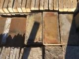 Ladrillo de suelo antiguo. Mide 28x13x2 cm. En stock hay 138 Uds = 5,02 m2