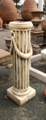 Columna de piedra artificial. Mide 30 cm de diámetro x 1,15 cm de alta
