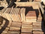 Losa de barro antigua.  Mide 19x19x3 cm. Hay 455 Uds = 16,43 m2