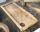 Piedra de sacrificio antigua. Mide 1.04 cm x 46 cm x 17 cm de gruesa