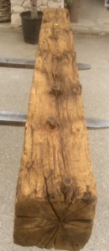 Viga de madera rústica de pino. Mide 27 cm de diámetro x 2.45 cm de altura