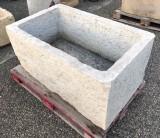Pilón de piedra caliza mide 1,11 m x 69 cm x 52 cm de alto