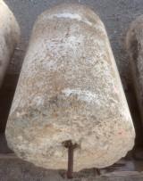 Rulo de piedra viva. Mide 60 cm de diámetro x 88 cm de alto.