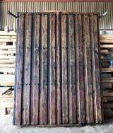 Portón antiguo de madera. Mide 2.20 m ancho 2.88 m alto