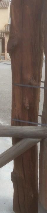 Viga de madera rústica de pino. Mide 28 cm de diámetro x 2.25 cm de altura