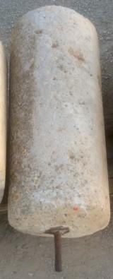 Rulo de piedra viva. Mide 50 cm de diámetro x 1.15 cm de alto.