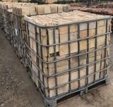 Ladrillo de suelo antiguo. Mide 28.5 cm x 14.5 cm  En stock hay 270.30 m2