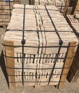 Ladrillo de suelo antiguo. Mide 36 cm x 16 cm x 3.5 cm. En stock hay 19.35 m2