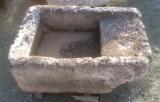 Pila de lavar antigua, mide 90 cm x 59 cm x 34 cm de alto.