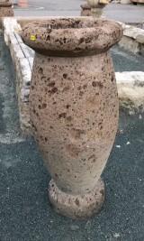 Macetero de piedra italiana, mide 35 cm de diámetro x 80 cm de alto