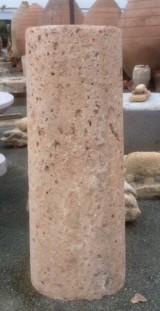 Rulo de piedra rojiza. Mide 54 cm de diámetro x 1.44 cm de alto