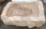 Pila de piedra viva. Mide 55 cm x 41 cm x 23 cm de alta.