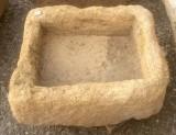 Pila de piedra arenisca. Mide 43 cm x 36 cm x 23 cm de alta x 11 cm de profundidad