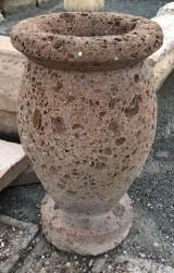 Macetero de piedra italiana, mide 35 cm de diámetro x 60 cm de alto