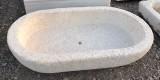 Pila de piedra arenisca ovalada. Mide 86 cm x 48 cm x 20 cm de alta