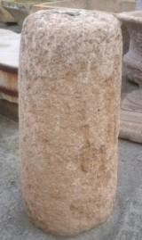 Rulo de piedra caliza. Mide 53 cm de diámetro x 1.07 cm de alto
