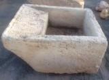 Pila de lavar antigua, mide 1.12 cm x 90 cm x 54 cm de alta.