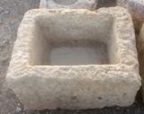 Pila de piedra viva, mide 48 cm x 42 cm x 40 cm de alta