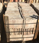 Ladrillo de suelo antiguo. Mide 35 cm x 22 cm x 2.5 cm. En stock hay 184.87 m2