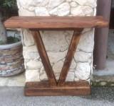 Cónsola de madera de pino antiguo. Mide 91 cm x 27 cm x 85 cm de alta.