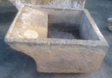 Pila de lavar antigua, mide 1.04 cm x 92 cm x 48 cm de alto.