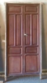 Puerta de interior antigua, mide 2.23 cm x 1.12 cm