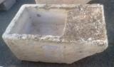 Pila de lavar antigua, mide 1.10 cm x 64 cm x 46 cm de alto.