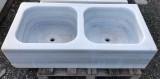 Fregadero antiguo de dos senos en mármol blanco Macael. Mide 1 mt x 49 cm x 25 cm de alto