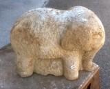 Escultura hecha en piedra natural con cincel y martillo. Mide 34 cm