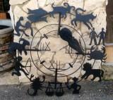 Reloj de sol en forja con los signos del zodiaco. Mide 80cm de diámetro.