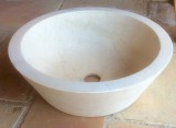 Lavabo cónico, piedra crema marfil, mide 45 cm de diámetro x 15 cm de alto