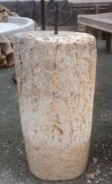 Rulo de piedra viva. Mide 52 cm de diámetro x 97 cm de alto