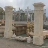 Pareja de postes de piedra artificial, miden 52 cm x 52 cm x 2.75 cm de altos