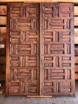 Portón antiguo de madera. Mide 1.69 m ancho 2.28 m alto