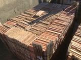 Losa de barro antigua. Mide 19,5x19,5x1,5 cm. Hay 791 Uds = 30,08 m2