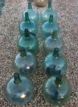 Botellas de vidrio antiguas. Miden 30 cm de diámetro x 43 cm de altas