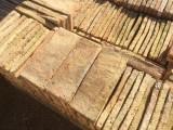 Ladrillo de suelo antiguo. Mide 31x12x3cm. En stock hay 269 Uds = 10 m2
