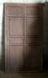 Alacena de madera antigua. Mide 1.21 cm de ancho x 2.19 cm de alto