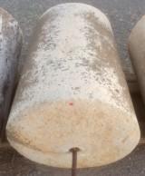 Rulo de piedra viva. Mide 67 cm de diámetro x 97 cm de alto.